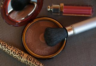 Makeup-2479611_1920